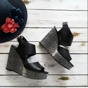 Mossimo black wedge platform sandals
